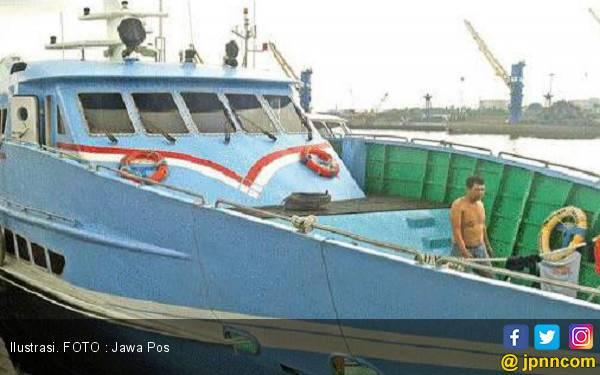 Karena Cuaca Buruk, Pelayaran Gresik - Bawean Dilarang - JPNN.com
