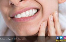 6 Manfaat Madu Untuk Kesehatan Gigi - JPNN.com