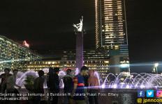 Diguyur Hujan, Pesta Tahun Baru di Bundaran HI Tetap Meriah - JPNN.com