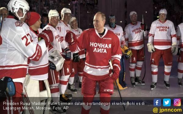 Putin Cetak Lima Gol di Pertandingan Hoki Es - JPNN.com