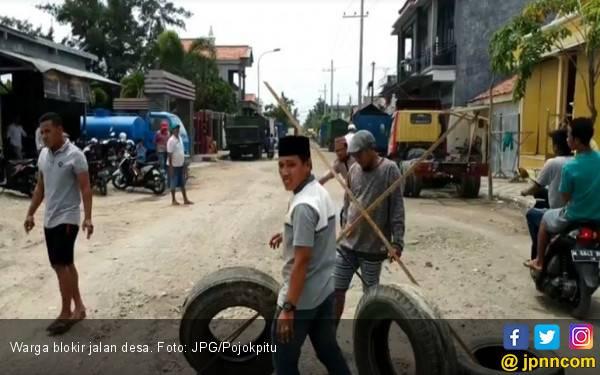Jalan Rusak Sejak 2014 Tak Juga Diperbaiki - JPNN.com