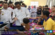 Jokowi Dengarkan Kisah Pilu Korban Tsunami di Lampung - JPNN.com