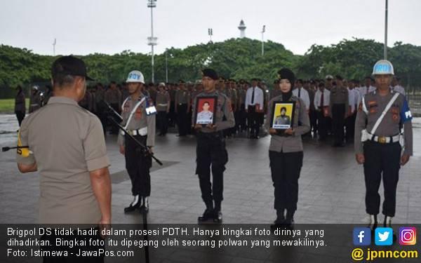 Brigpol Dewi Dipecat Lantaran Foto Vulgar - JPNN.com