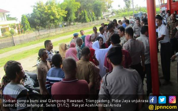 Korban Gempa Pijay Demo Lantaran Rumah Tak Kunjung Dibangun - JPNN.com