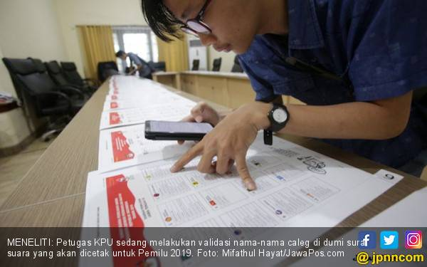 Terjadi di Dalam Negeri, Surat Suara Tercoblos sebelum TPS Dibuka - JPNN.com