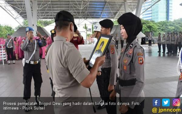 Selain Menyebar Foto Vulgar, Brigpol Dewi Doyan Selingkuh - JPNN.com