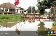 Karena Mangetan Kanal Meluap, Warga Tak Bisa Tidur Nyenyak - JPNN.com