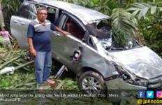 Mobil Rombongan Wisata Masuk Jurang, 1 Tewas, 5 Terluka - JPNN.com