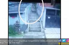 Beredar Rekaman CCTV Penusukan Siswi SMK di Bogor, Lihat - JPNN.com