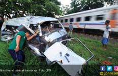 Ditabrak Kereta Api, 5 Tewas, 1 Terselamatkan Dalam Bagasi - JPNN.com
