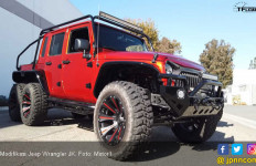 Modifikasi Jeep Wrangler JK: Monster 6 Roda - JPNN.com