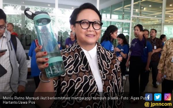 Retno Marsudi Minum Air Mineral 10 Botol per Hari - JPNN.com