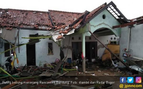Puting Beliung Rusak Ratusan Rumah di Rancaekek - JPNN.com