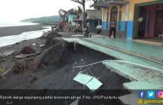 Rumah Nelayan di Tepi Pantai Terancam Kena Abrasi - JPNN.com