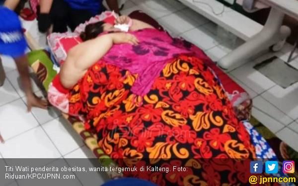 Berat Banget, Titi Wati Ditimbang Pakai Timbangan Baja - JPNN.com