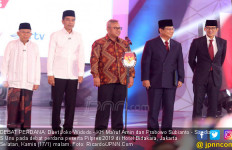 Kemeja Putih dan Peci Vs Jas Hitam plus Dasi - JPNN.com