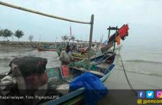 Tumpahan Minyak di Karawang Bawa Berkah bagi Nelayan Setempat - JPNN.com