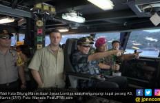 Lomban - Pangemanan Mengunjungi Kapal Perang AS - JPNN.com