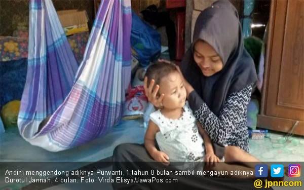 Kisah Andini, si Gadis Tangguh Merawat Ibu dan Dua Adiknya - JPNN.com