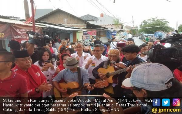 Hasto Dengarkan Curhat Pedagang Pasar yang Merana Karena Sandiaga - JPNN.com