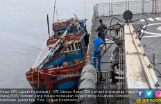 Personel KRI Usman Harun Menggeledah Kapal Ikan Vietnam, Hasilnya? - JPNN.com