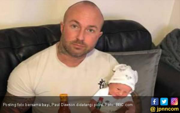 Pasang Status Facebook dengan Bayi, Pria Ini Didatangi Polisi - JPNN.com