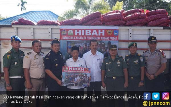 Bea Cukai Hibahkan 630 Karung Bawang Merah Layak Konsumsi ke Pemko Lansa - JPNN.com