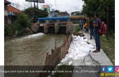 6 Tanggul di Kota Bekasi Rawan Jebol - JPNN.com