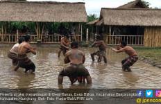 Keren! Atraksi Mepantigan, Daya Tarik Wisata Baru Desa Bakas - JPNN.com