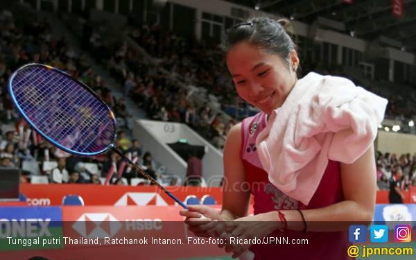 Senyum Manis Ratchanok Intanon Usai Dapat Tiket 8 Besar Indonesia Masters - JPNN.com