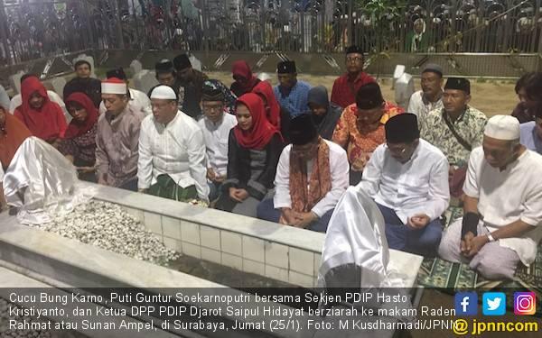 Cucu Bung Karno Ziarah ke Makam Sunan Ampel - JPNN.com