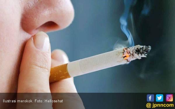 Ini Bahaya Merokok Sebelum Tidur - JPNN.com