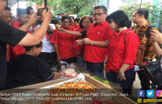 Blusukan di Pasar Panji, Hasto Beli Makanan Tradisional, Ningsih Semringah - JPNN.com