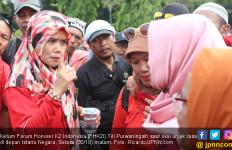 Honorer K2 Bingung Mau Ikut Bu Titi Purwaningsih atau Pak Bhimma - JPNN.com
