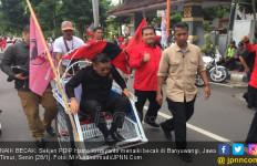 Parpol KIK di Banyuwangi Berkonsolidasi, Hasto Datang Naik Becak - JPNN.com