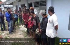 Bikin Bingung Petugas, Anak Jalanan Pingsan Saat Kena Razia - JPNN.com