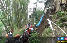Penahan Jalan Rusak, Longsor Ancam Rumah Warga - JPNN.com