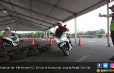 Kesan Pertama Jajal Honda PCX Electric - JPNN.com