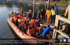 KMP Prathita IV Kandas di Selat Bali, Proses Evakuasi 383 Penumpang Dramatis - JPNN.com