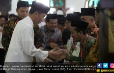 Jokowi Serahkan 253 Sertifikat Wakaf di Ngawi - JPNN.com
