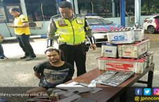 Kejar - kejaran Polisi dan Maling, Tabrak 3 Palang Tol dan 3 Mobil - JPNN.com