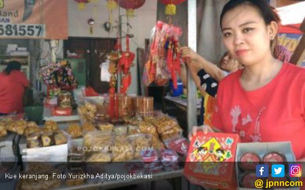 Jelang Imlek, Kue Keranjang Paling Laris di Mayor Oking - JPNN.com