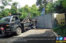 Ngeri! Rem Blong, Mobil Boks Tabrak Tebing, Lalu…. - JPNN.com
