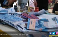 Dua IRT Belanja Pakai Uang Palsu, Akhirnya Masuk Bui - JPNN.com