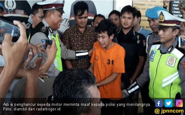 Pakai Baju Tahanan, Adi si Penghancur Sepeda Motor Menangis, Cupcup.. - JPNN.com