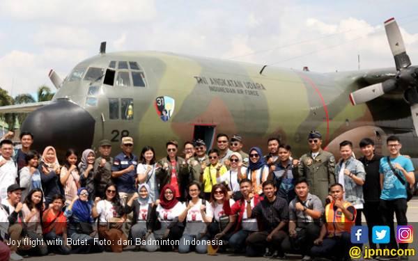 Bersama TNI, Butet Catat Sejarah Main Bulu Tangkis di Langit, Pertama di Dunia! - JPNN.com