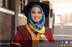Regita, Wisudawati Terbaik Unpad dengan Skripsi Tentang 2019GantiPresiden - JPNN.com
