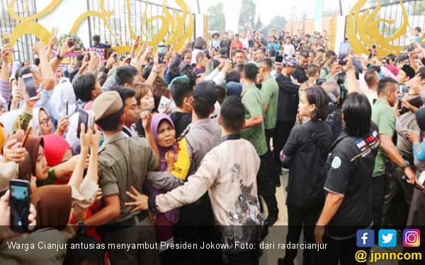 Di Cianjur, Jokowi Bagikan SK IPHPS Hingga Resmikan Alun-Alun - JPNN.com