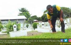 Penjaga Makam Gaji Pertama Rp 75 Ribu, Kini Sudah PNS, Punya Cerita Mistis - JPNN.com
