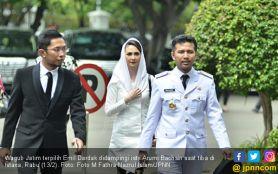 Antara Jadi Artis atau Temani Emil Dardak, Arumi Bachsin Pilih....- JPNN.com Jatim